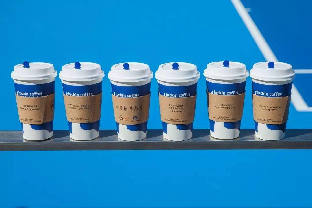 我也很好奇,瑞幸咖啡是怎么玩足球篮球网球马拉松的