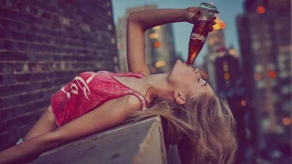 为什么可口可乐能靠一个玻璃瓶赚钱?