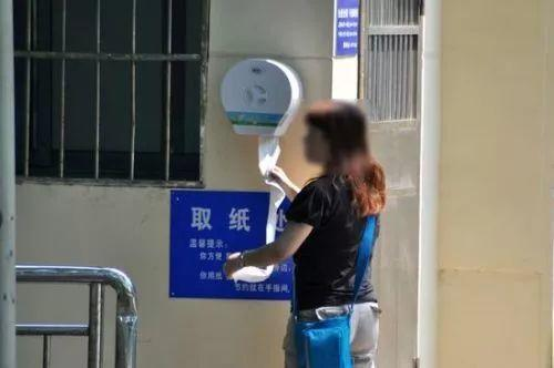 蹲守 100 家公共厕所,也说不清那些极差的用户体验