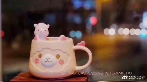「猫爪杯」之后,星巴克再次推出「草泥马杯」!