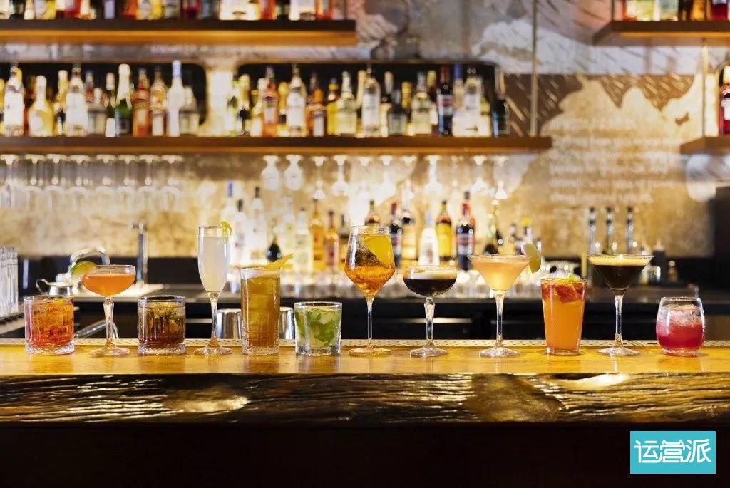 星巴克开酒吧,揭示了品牌怎样的跨界逻辑?