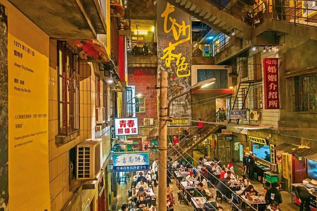 5万人排队的深圳文和友,仅火半年就换了招牌?